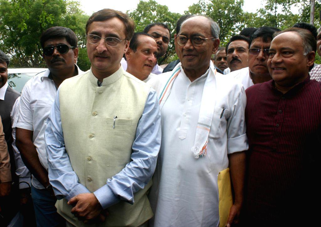 Congress general secretary Digvijaya Singh, senior Supreme Court lawyer Vivek Tankha and others arrive at SIT office to meet SIT Chairman Justice (Retd) Chandresh Bhushan - probing PEB scam- ...