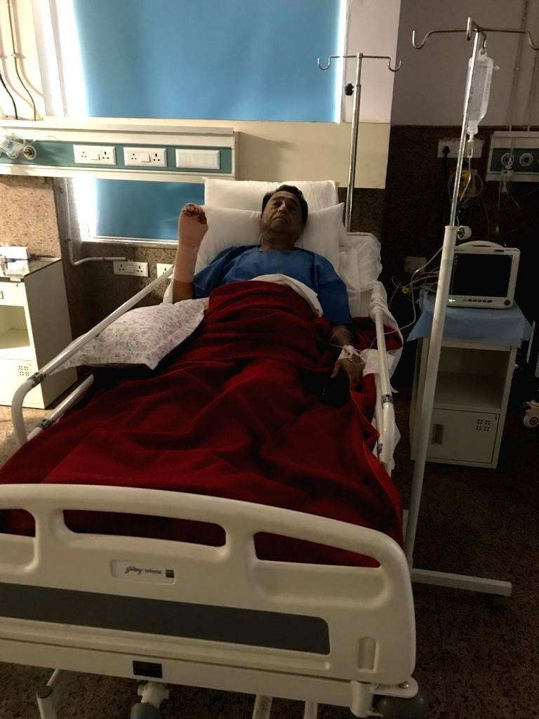 Bhopal: Madhya Pradesh Chief Minister Kamal Nath who was suffering from trigger finger, after undergoing a successful operation at the Hamidia Hospital in Bhopal on June 22, 2019. Generally people belonging to the affluent class including politicians - Kamal Nath and Shivraj Singh Chouhan