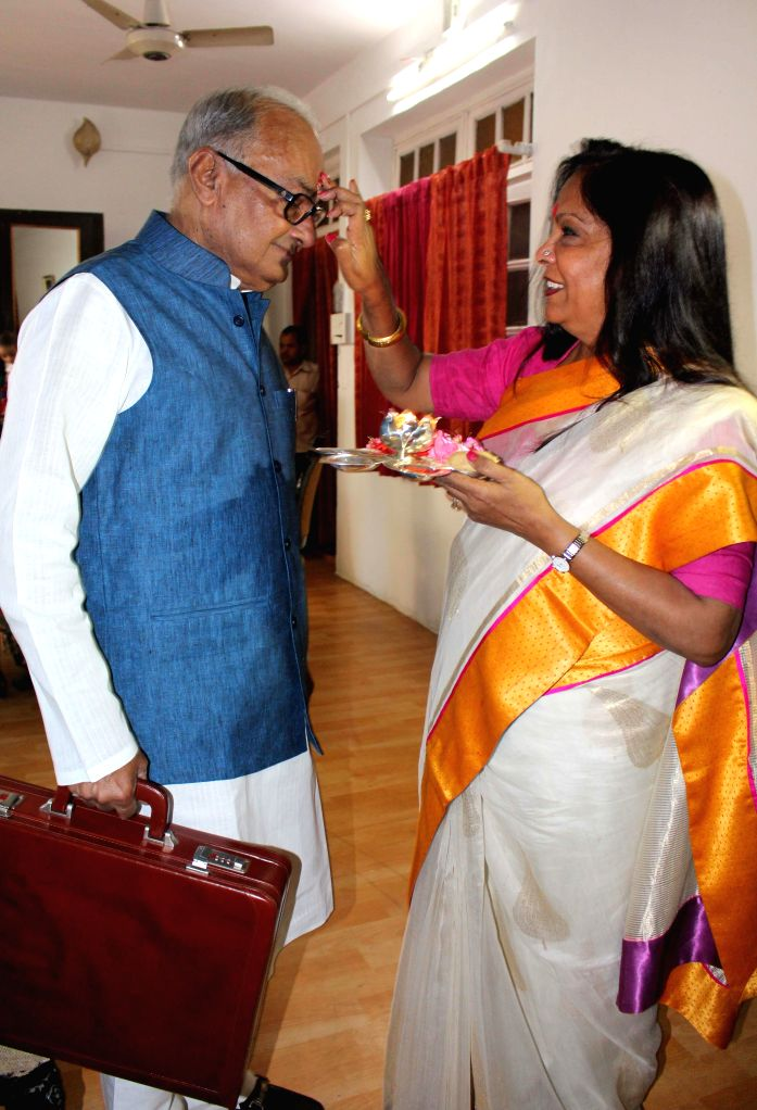 Madhya Pradesh Finance Minister Jayant Malaiya ahead of presenting the state budget for 2015-16 in Bhopal, on Feb 24, 2015. - Jayant Malaiya