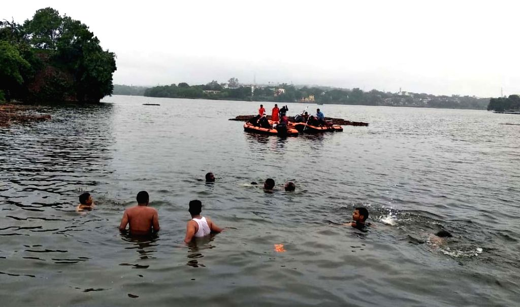 Bhopal: Search and rescue operations underway after a boat capsized during the Ganapati immersion in Bhopal on Sep 13, 2019. Eleven persons drowned in the incident. According to the police, there were 19 people on the boat. Five people were rescued a