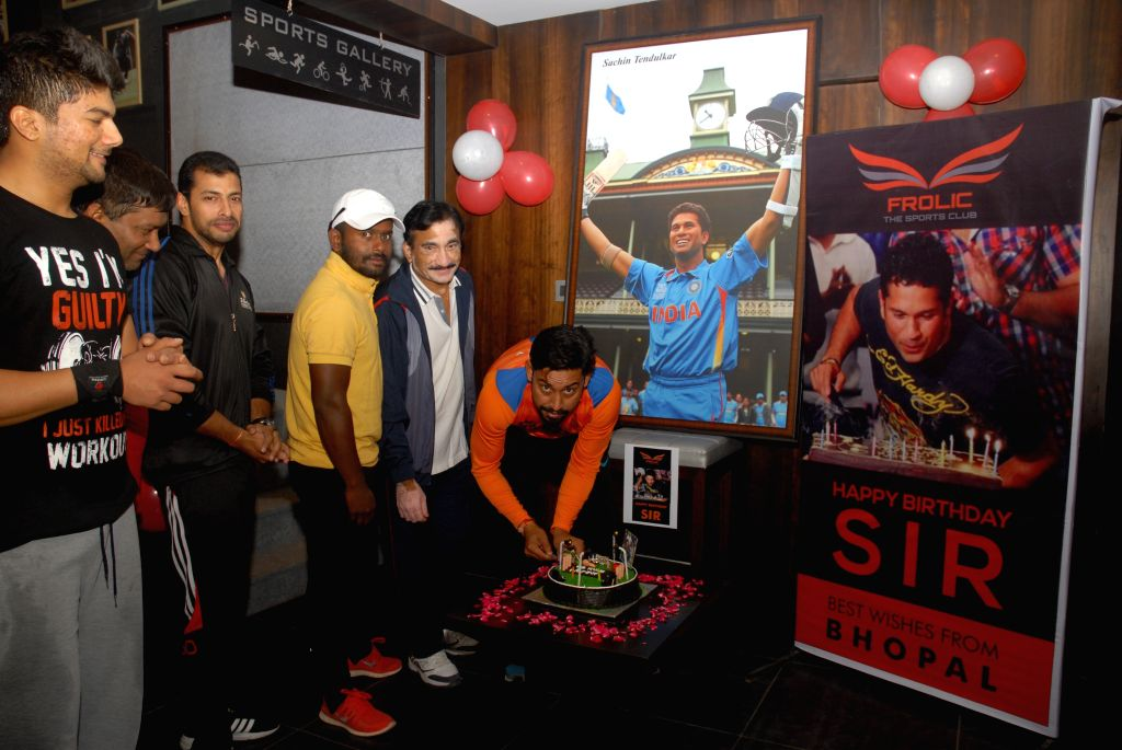 The fans of cricket legend Sachin Tendulkar celebrate his birthday in Bhopal on April 24, 2015.