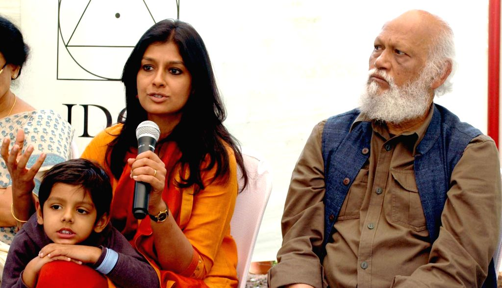 Noted artist Jatin Das and his daughter famed actress Nandita Das address a press conference regarding 9th National Film Festival on Art and Artists in Bhubaneswar on Jan 14, 2015. - Jatin Das and Nandita Das