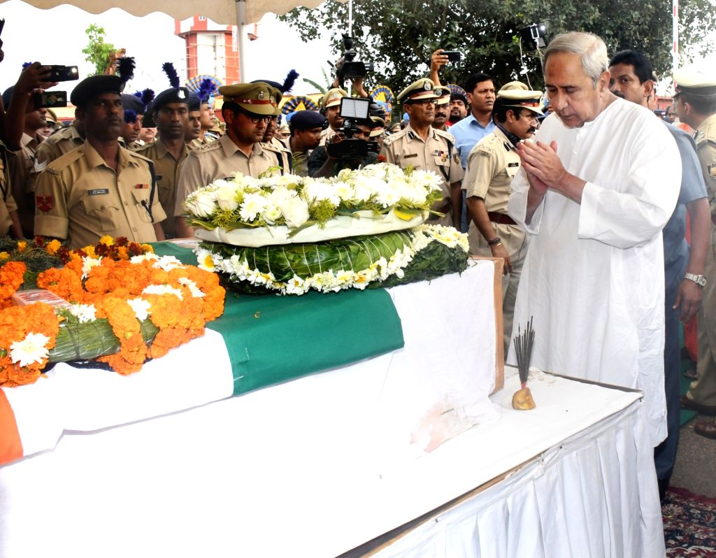Bhubaneswar: Odisha Chief Minister Naveen Patnaik lays wreath at the coffin of martyr Manoj Kr Behra, one of the 45 CRPF personnel killed in 14 Feb Pulwama militant attack in Bhubaneswar on Feb 16, 2019. (Photo: IANS) - Naveen Patnaik