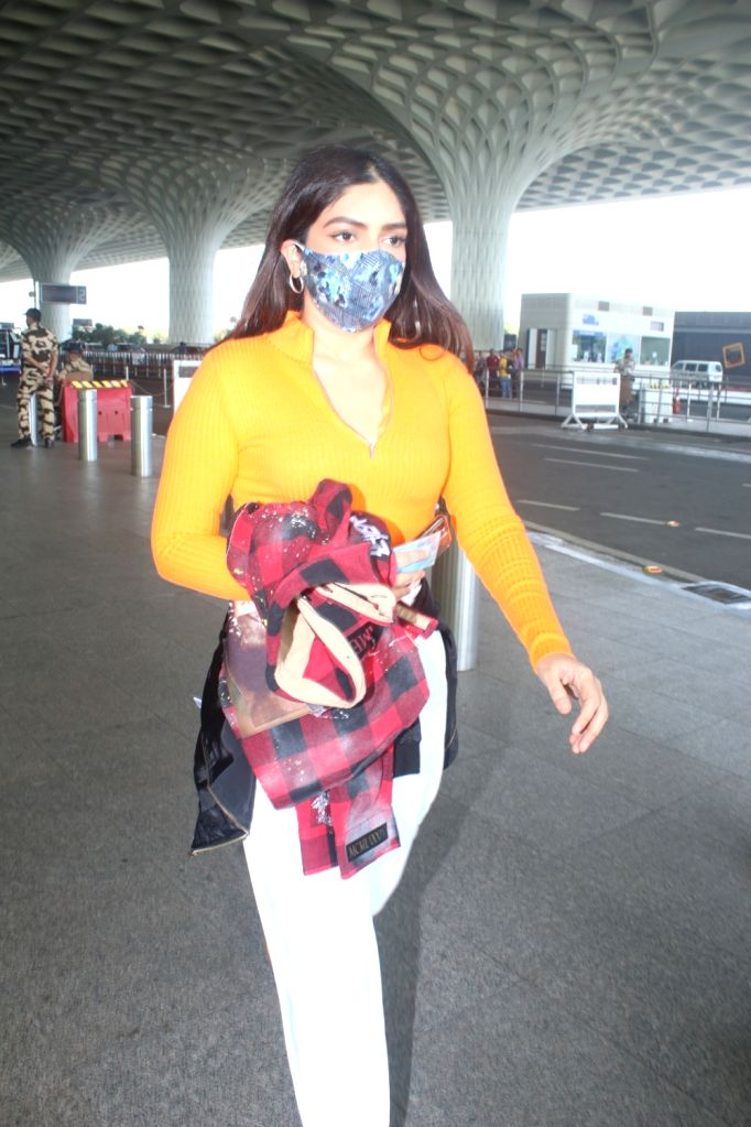 Bhumi Pednekar Spotted At Airport Departure on 05 october,2021.