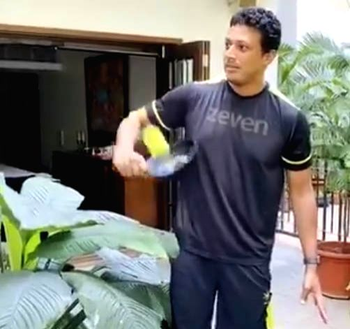Bhupathi takes up Paes' 'Frying Pan' challenge.
