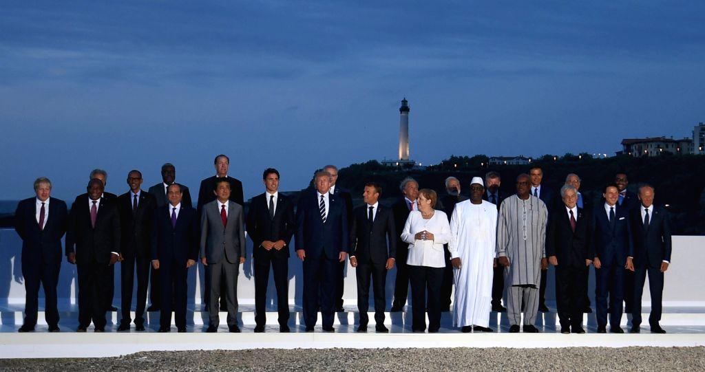 Biarritz: Prime Minister Narendra Modi in a group photograph with the leaders of G7 Nations - American President Donald Trump, UK Prime Minister Boris Johnson, French President Emmanuel Macron, Canadian Prime Minister Justin Trudeau, Japanese Prime M - Narendra Modi