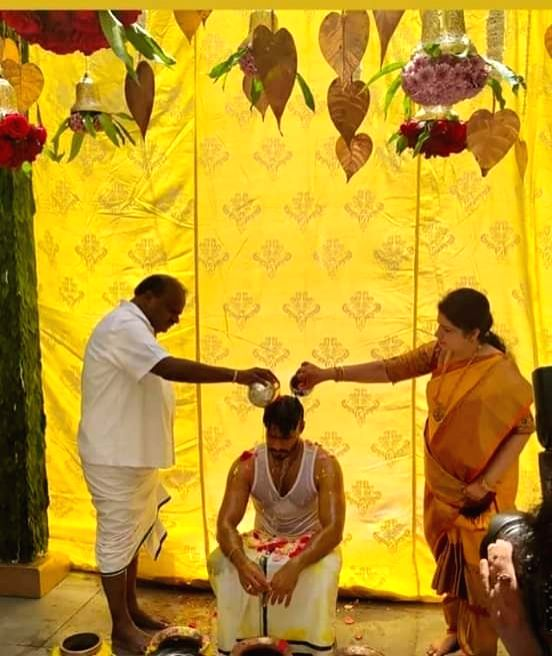 Bidadi: Former Karnataka Chief Minister H.D. Kumaraswamy and his wife Radhika Kumaraswamy perform rituals at their son Nikhil Kumaraswamy's wedding ceremony at a farmhouse at Kethaganahalli near Bidadi in Karnataka during the extended nationwide lock - H.