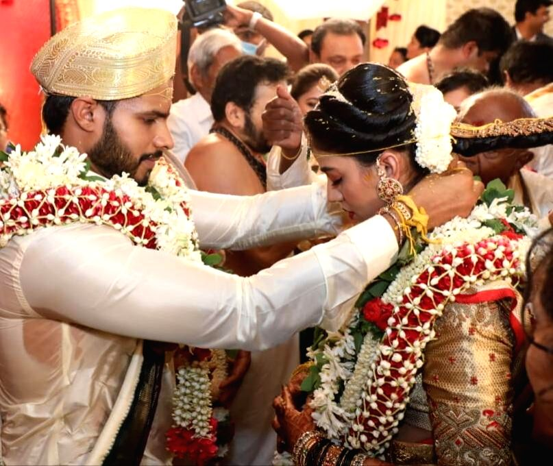 Bidadi: Former Karnataka Chief Minister H.D. Kumaraswamy's son Nikhil Gowda marries Revathi, 22, grandniece of state Congress leader M. Krishnappa, at a farmhouse at Kethaganahalli near Bidadi in Karnataka during the extended nationwide lockdown impo - H.