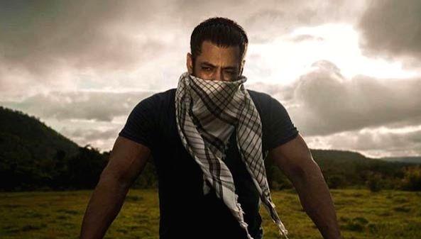 Big B, Salman, Priyanka, Anil Kapoor extend Eid greetings to fans. - Kapoor