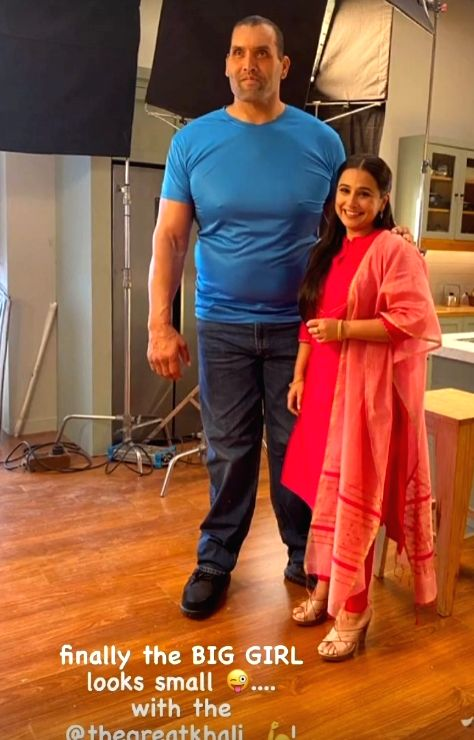 Big girl' Vidya Balan poses with The Great Khali.(photo:INSTAGRAM) - Vidya Balan