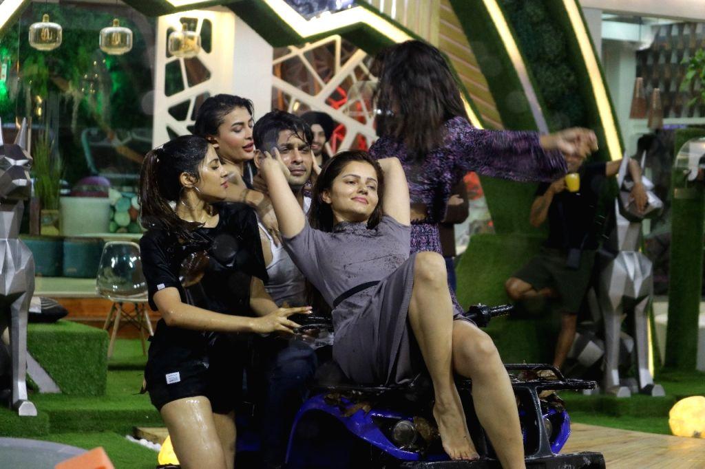 'Bigg Boss 14': Rubina, Jasmin, Nikky, Pavitra to woo Sidharth for immunity