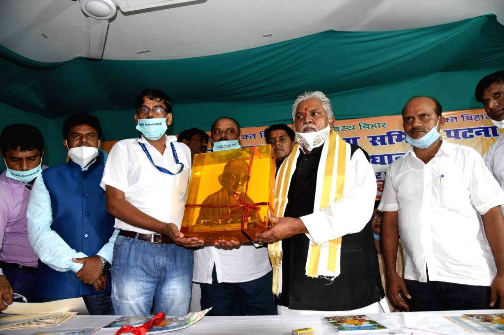 Bihar Agriculture Minister Prem Kumar felicitates Corona warriors at a programme in Patna on Sep 19, 2020. - Prem Kumar
