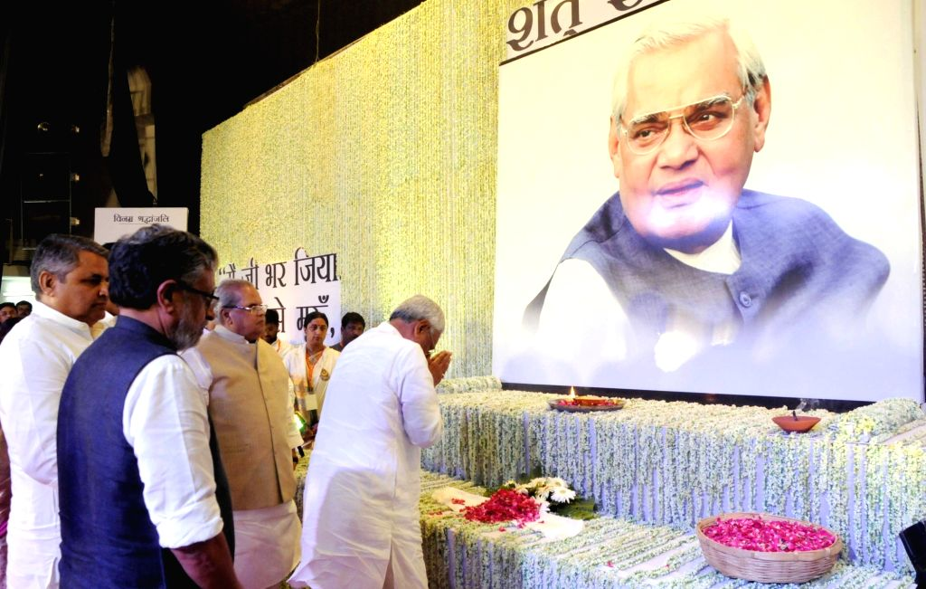 Bihar Chief Minister and JD-U chief Nitish Kumar pays tributes to former Prime Minister Late Atal Bihari Vajpayee during a prayer meeting organised in his memory, in Patna on Aug 21, 2018. - Late Atal Bihari Vajpayee and Nitish Kumar