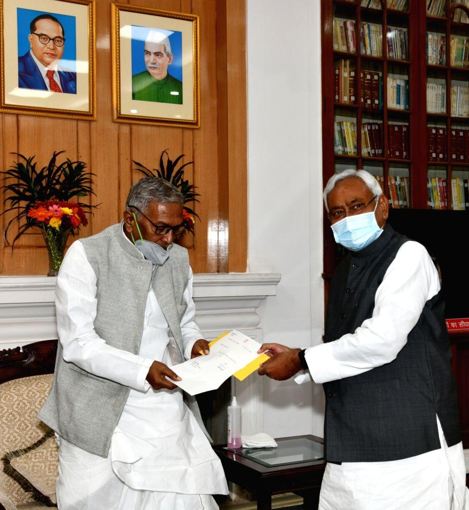 Bihar Chief Minister designate Nitish Kumar tenders his resignation from the post to Governor Phagu Chauhan, at Raj Bhavan in Patna on Nov 13, 2020. He along with top NDA leaders, including ... - Nitish Kumar, Phagu Chauhan and Sushil Modi
