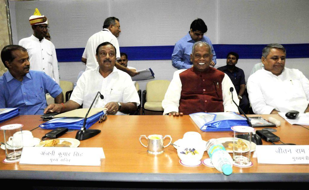 Bihar Chief Minister Jitan Ram Majhi during a meeting with police officials in Patna on Aug 29, 2014. - Jitan Ram Majhi