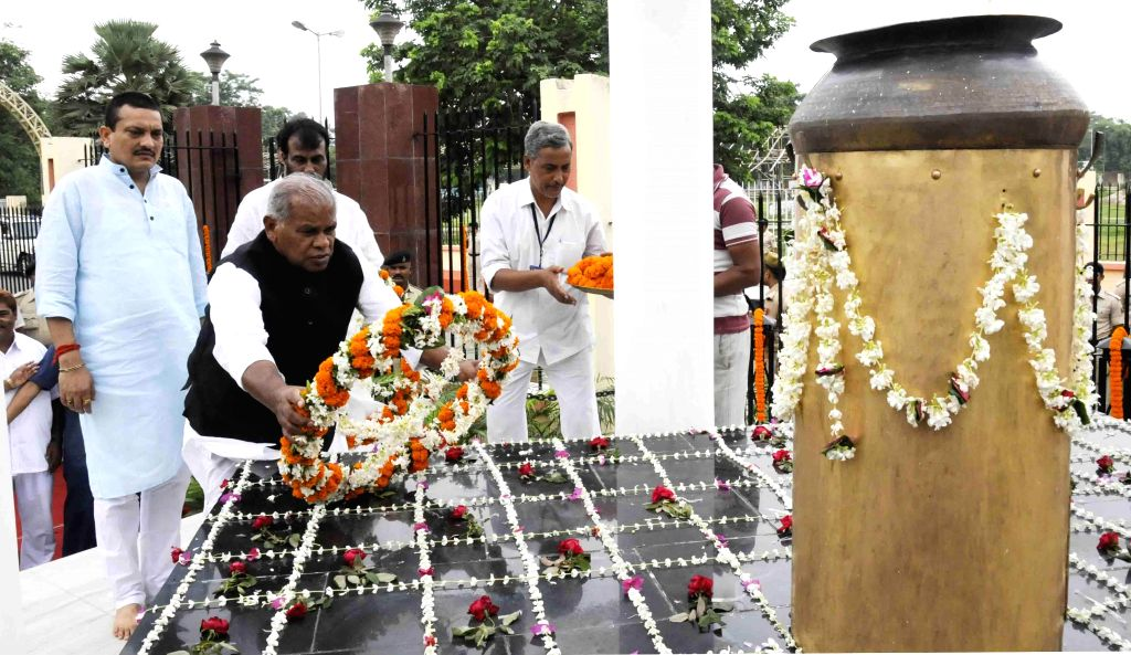 Bihar Chief Minister Jitan Ram Majhi lays wreath at `Shahid Smarak`on martyrs day in Patna on Aug 11, 2014. - Jitan Ram Majhi
