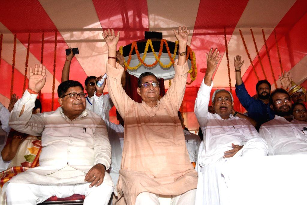 Bihar Chief Minister Nitish Kumar and BJP MP R.K. Sinha at the inauguration of the statue of former Patna Mayor Krishna Nandan Sahay, in Patna on Sep 24, 2019. - Nitish Kumar and K. Sinha