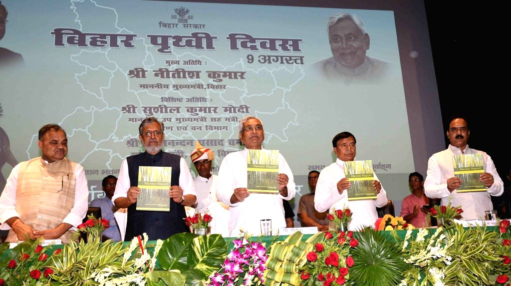Bihar Chief Minister Nitish Kumar and Deputy Chief Minister Shushil Kumar Modi during Bihar Earth Day-2017 at Gyan Bhawan in Patna on Aug 9, 2017. - Nitish Kumar and Shushil Kumar Modi