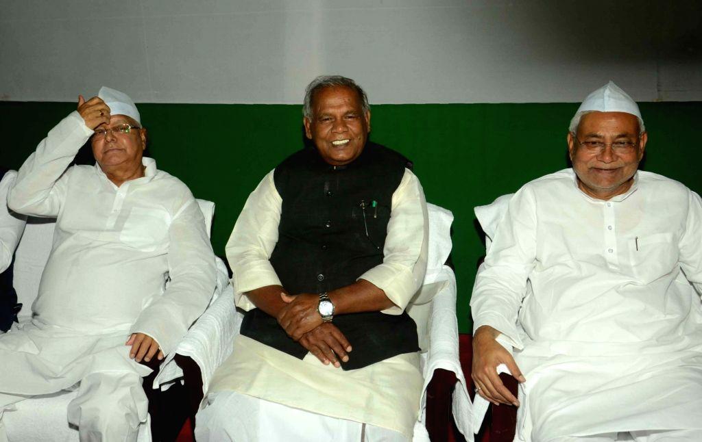 Bihar Chief Minister Nitish Kumar and HAM leader Jitan Ram Manjhi during an iftaar party thrown by RJD chief Lalu Prasad Yadav in Patna, on July 1, 2016. - Nitish Kumar and Lalu Prasad Yadav
