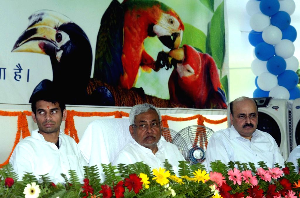 Bihar Chief Minister Nitish Kumar and Health Minister Tej Pratap Yadav during a programme on Wildlife Week organised at Patna Zoo on Oct 3, 2016. - Nitish Kumar and Tej Pratap Yadav