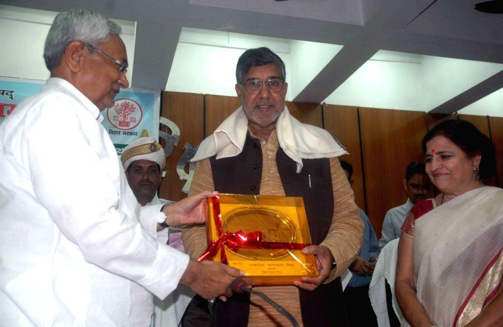 Bihar Chief Minister Nitish Kumar and Nobel Peace Laureate Kailash Satyarthi during a programme in Patna on July 26, 2016. - Nitish Kumar and Kailash Satyarthi