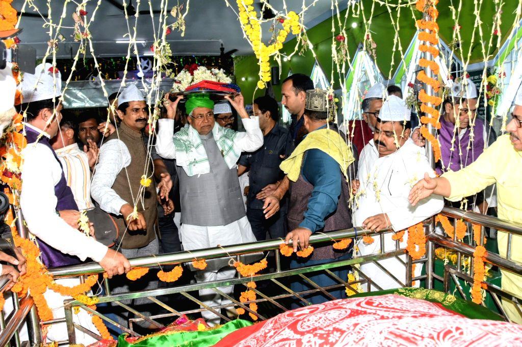 Bihar Chief Minister Nitish Kumar arrives to offer flowers and 'chadar' at High Court Mazar in Patna, on Nov 14, 2019. - Nitish Kumar