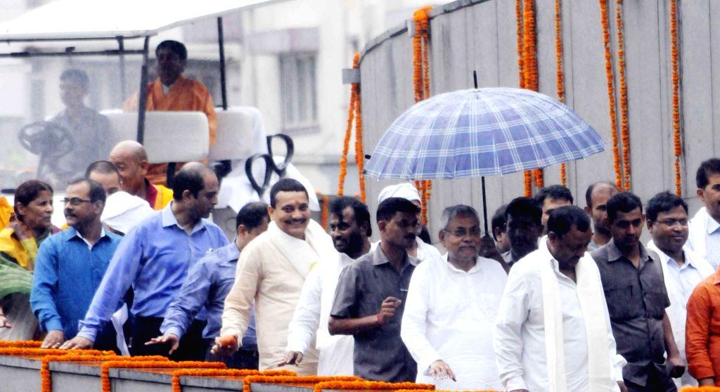Bihar Chief Minister Nitish Kumar arrives to pay tribute on the occassion of Buddha Purnima at Buddha Smriti Park in Patna, on May 21, 2016. - Nitish Kumar