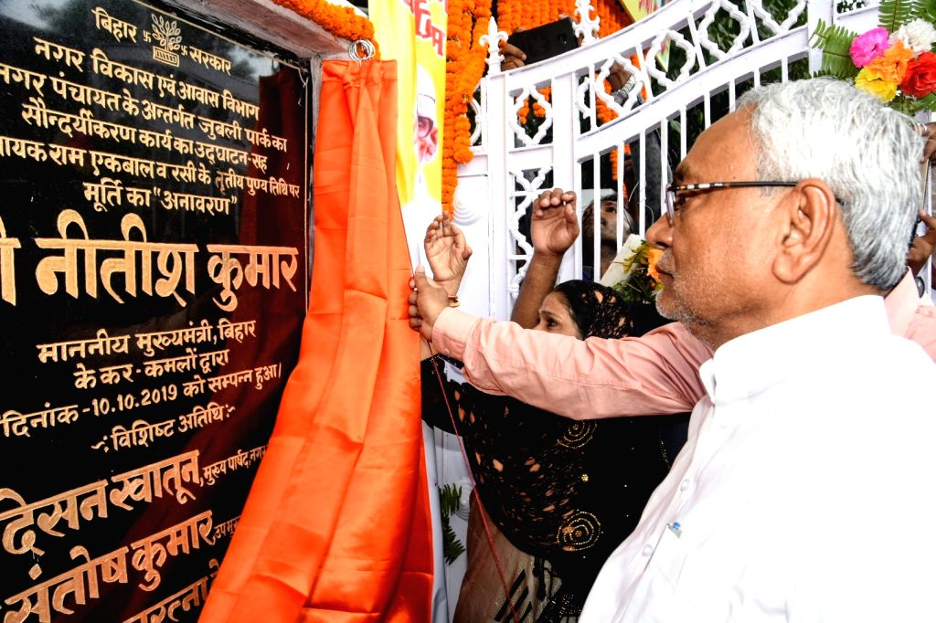Bihar Chief Minister Nitish Kumar at the inauguration of a statue of freedom fighter Ram Ekbal Singh Warsi on his death anniversary, in Patna on Oct 10, 2019. - Nitish Kumar and Ekbal Singh Warsi