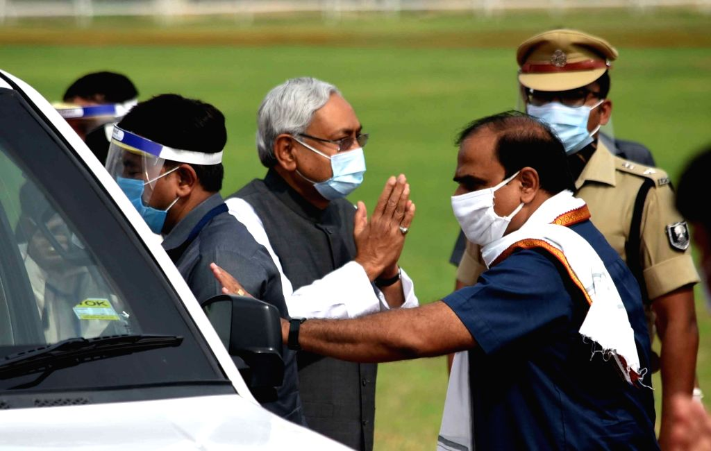 Bihar Chief Minister Nitish Kumar being received at Gandhi Maidan as he arrives for the 74th Independence Day celebrations in Patna on Aug 15, 2020. - Nitish Kumar