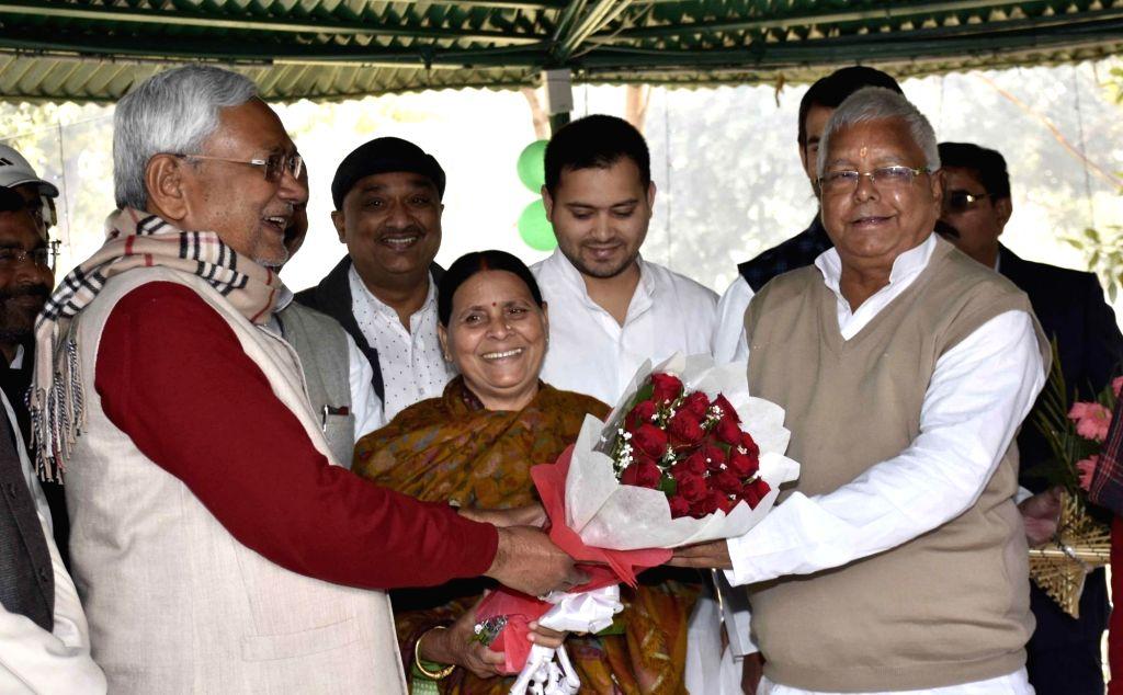 Bihar Chief Minister Nitish Kumar celebrates Makar Sankranti with RJD chief Lalu Prasad Yadav and Rabri Devi latters' residence in Patna, on Jan 15, 2016. - Lalu Prasad Yadav