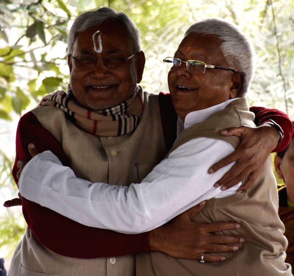 Bihar Chief Minister Nitish Kumar celebrates Makar Sankranti with RJD chief Lalu Prasad Yadav at the latter`s residence in Patna, on Jan 15, 2016. - Lalu Prasad Yadav