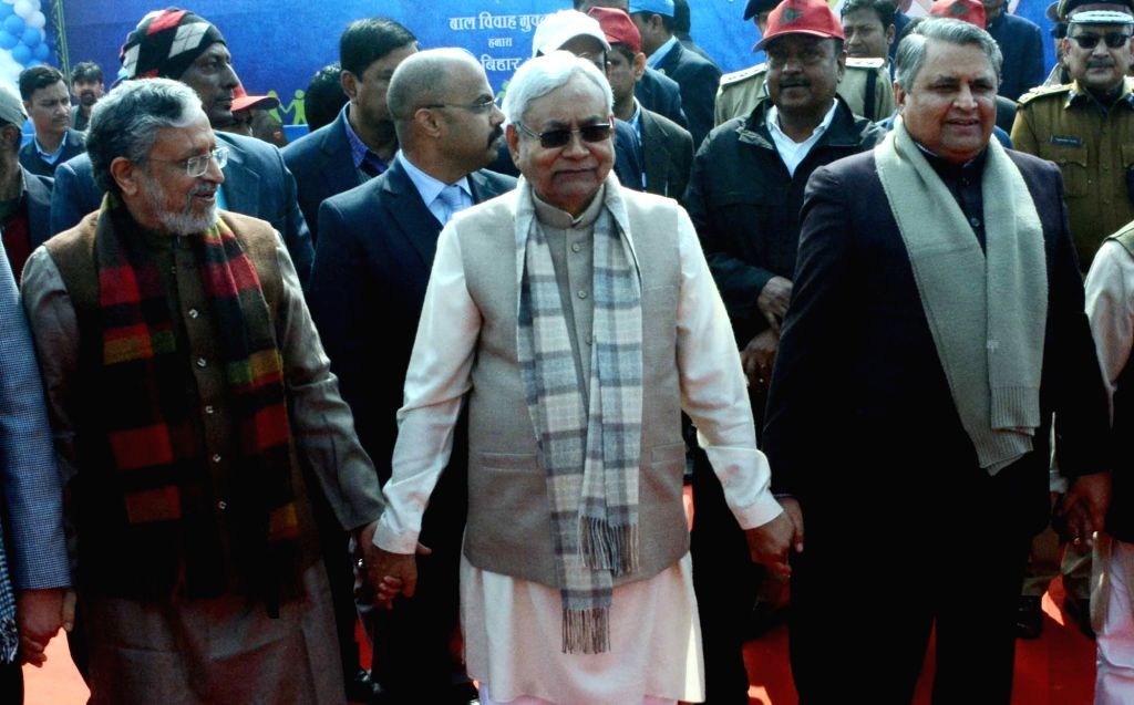 Bihar Chief Minister Nitish Kumar, Deputy Chief Minister Sushil Kumar Modi and the state's Cabinet Minister Vijay Kumar Chaudhary form a human chain to protest against dowry and child marriage ... - Nitish Kumar, Sushil Kumar Modi and Vijay Kumar Chaudhary