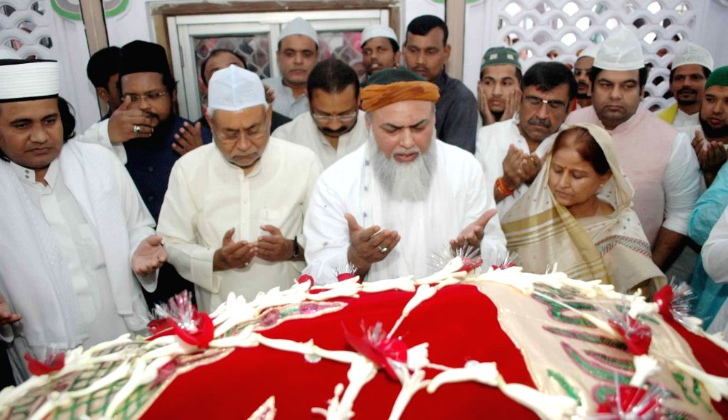 Bihar Chief Minister Nitish Kumar during his visit to Khanquah Bargah-e-Ishq, Takia Sharif in Patna on March 31, 2018. - Nitish Kumar