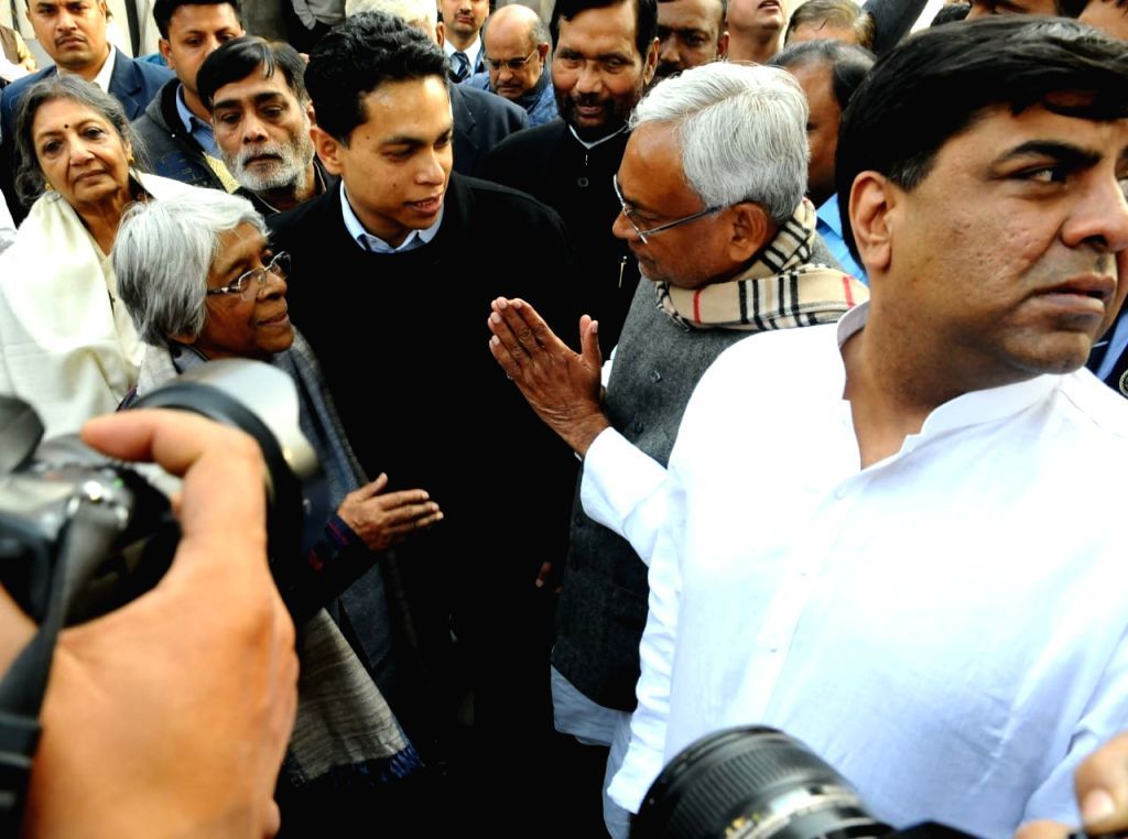 Bihar Chief Minister Nitish Kumar during the last rites of Former Defence Minister George Fernandes, who passed away at the age of 88 after prolonged illness, in New Delhi, on Jan 31, 2019. - Nitish Kumar and Fernandes