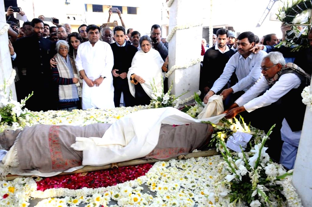 Bihar Chief Minister Nitish Kumar during the last rites of Former Defence Minister George Fernandes, who passed away at the age of 88 after prolonged illness, in New Delhi, on Jan 31, ... - Nitish Kumar and Fernandes