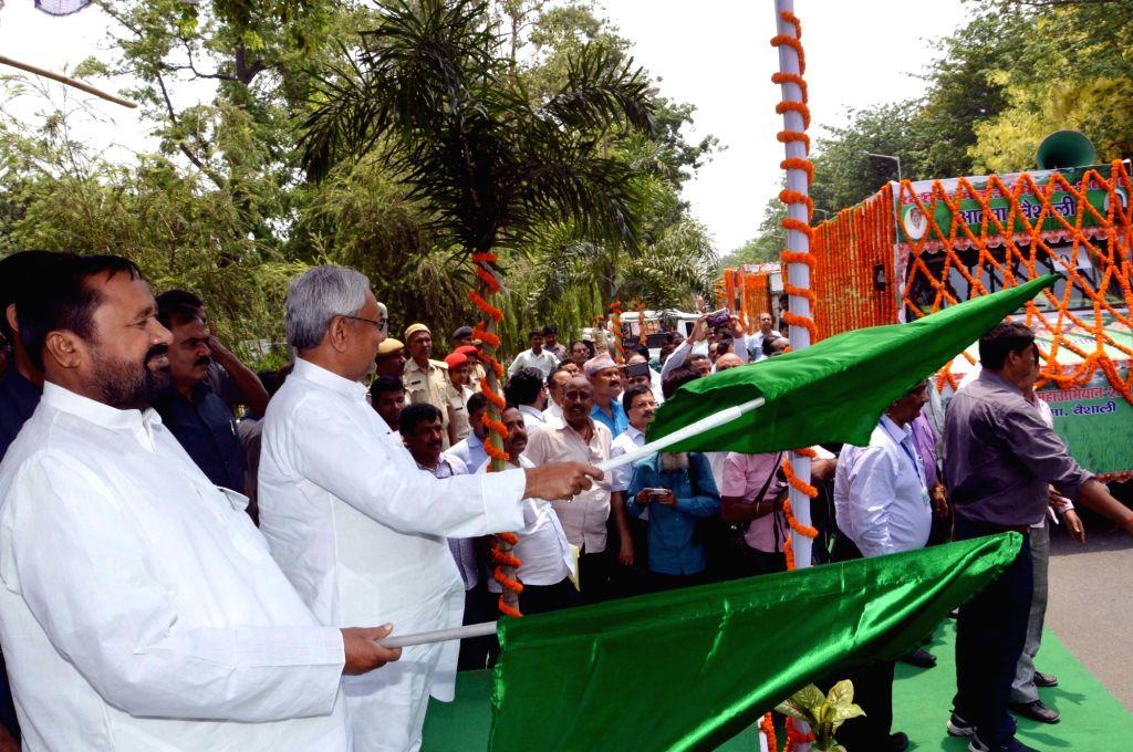 """Bihar Chief Minister Nitish Kumar flags off """"Kharif Mahaabhiyan 2016"""" in Patna on May 20, 2016. - Nitish Kumar"""