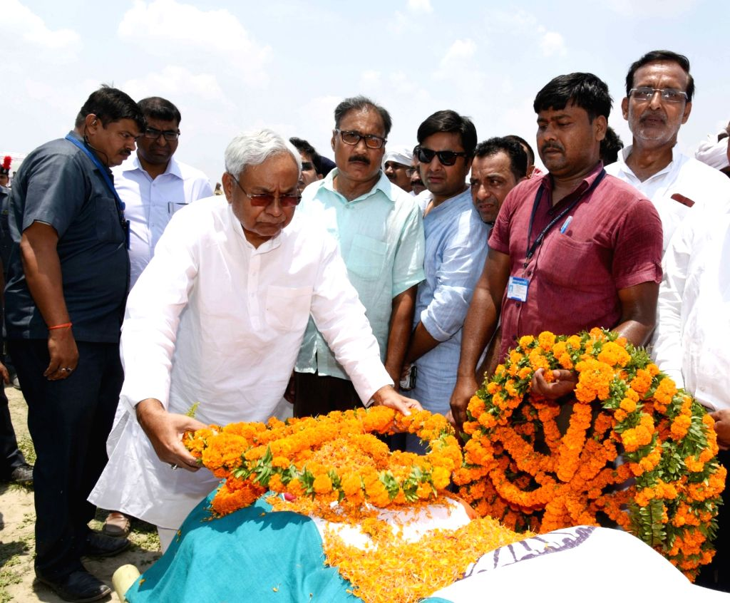 Bihar Chief Minister Nitish Kumar lays wreath on senior Congress leader and former Union Minister L.P. Shahi, in Patna on June 10, 2018. Shahi died early on June 9, 2018 at the All India ... - Nitish Kumar