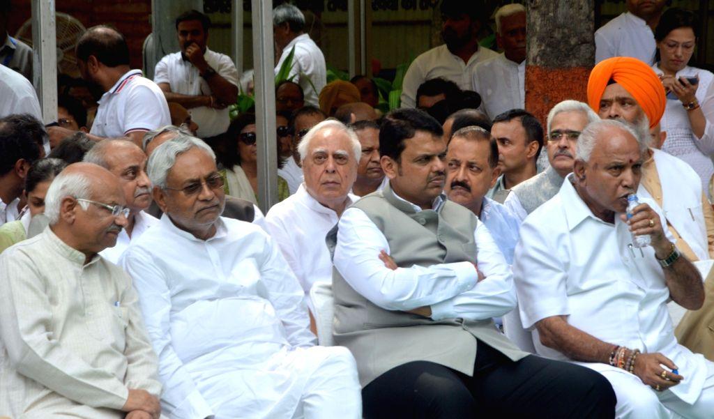 Bihar Chief Minister Nitish Kumar, Maharashtra Chief Minister Devendra Fadnavis and Karnataka Chief Minister BS Yediyurappa attend the last rites of former Finance Minister Arun Jaitley at ... - Nitish Kumar and Arun Jaitley