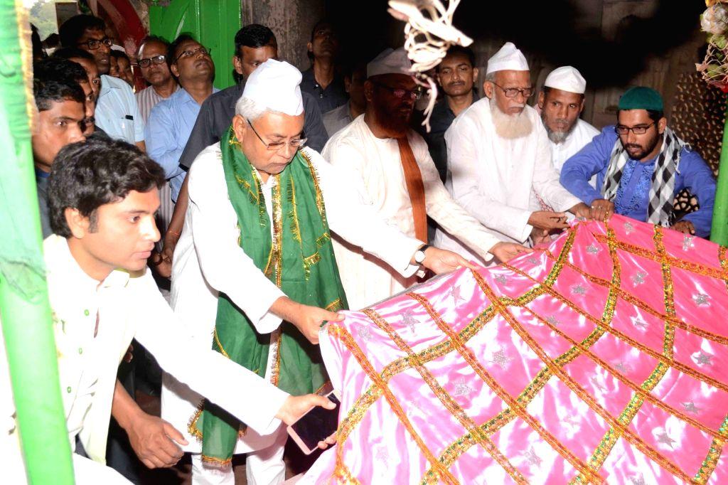 Bihar Chief Minister Nitish Kumar offers 'chadar' - piece of cloth at Hazrat Makhdoom Shah Yahia Manari Rahmatullah Alaih and Hazrat Makhdoom Shah Daulat Manari Rahmatullah Alaih dargah in ... - Nitish Kumar
