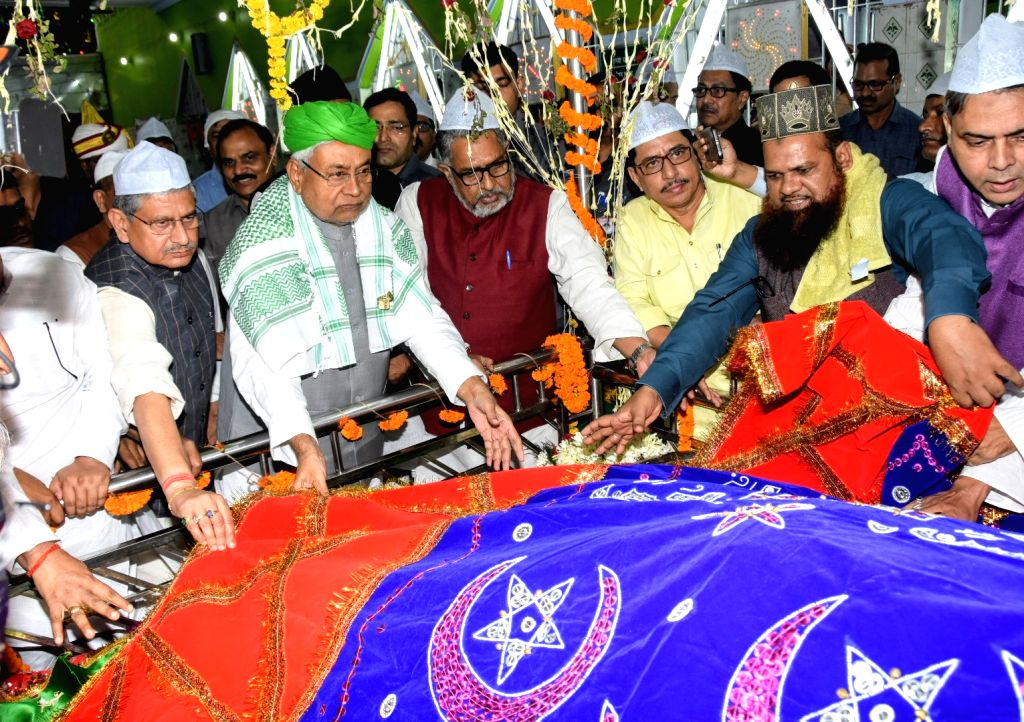 Bihar Chief Minister Nitish Kumar offers 'chadar' at High Court Mazar in Patna, on Nov 14, 2019. - Nitish Kumar