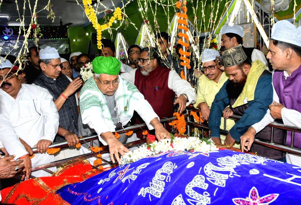 Bihar Chief Minister Nitish Kumar offers flowers at High Court Mazar in Patna, on Nov 14, 2019. - Nitish Kumar