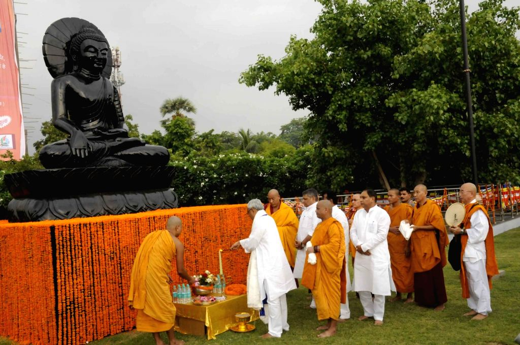 Bihar Chief Minister Nitish Kumar pays tribute on the occassion of Buddha Purnima at Buddha Smriti Park in Patna, on May 21, 2016. - Nitish Kumar
