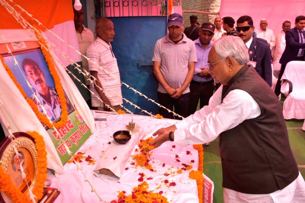 Bihar Chief Minister Nitish Kumar pays tribute to 14 Feb Pulwama martyr Sanjay Kumar Sinha at Masaurhi in Patna district on March 2, 2019. - Nitish Kumar and Sanjay Kumar Sinha