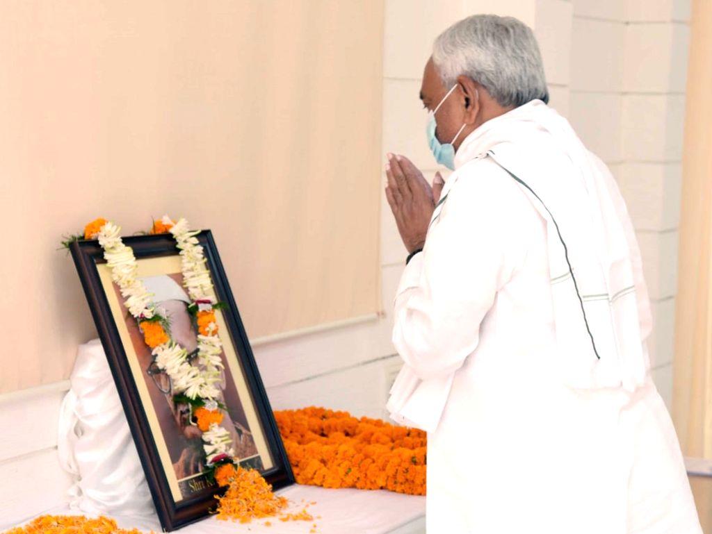 Bihar Chief Minister Nitish Kumar pays tributes to former Chief Minister Sri Krishna Singh on his birth anniversary in Patna on Oct 21, 2020. - Nitish Kumar and Sri Krishna Singh