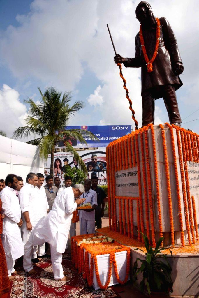 Bihar Chief Minister Nitish Kumar pays tributes to Loknayak Jayprakash Narayan in Patna on Oct 12, 2016. - Nitish Kumar