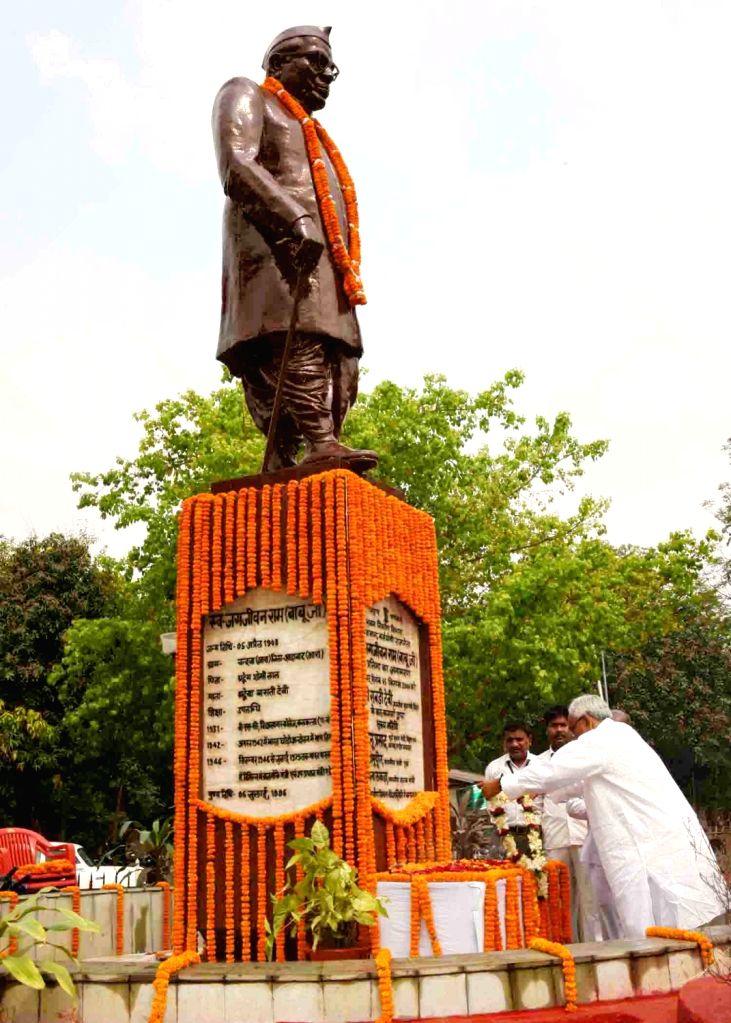 Bihar Chief Minister Nitish Kumar pays tributes to Babu Jagjivan Ram on his 111th birth anniversary, in Patna on April 5, 2018. - Nitish Kumar