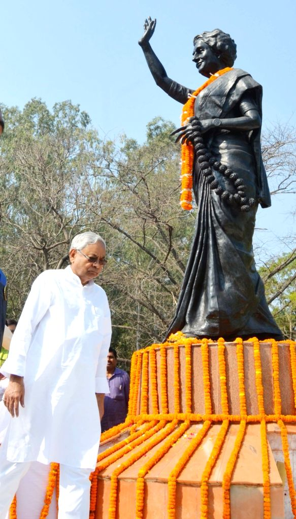 Bihar Chief Minister Nitish Kumar pays tributes to former Prime Minister Indira Gandhi on her death anniversary in Patna, on Oct 31, 2018. - Nitish Kumar and Indira Gandhi
