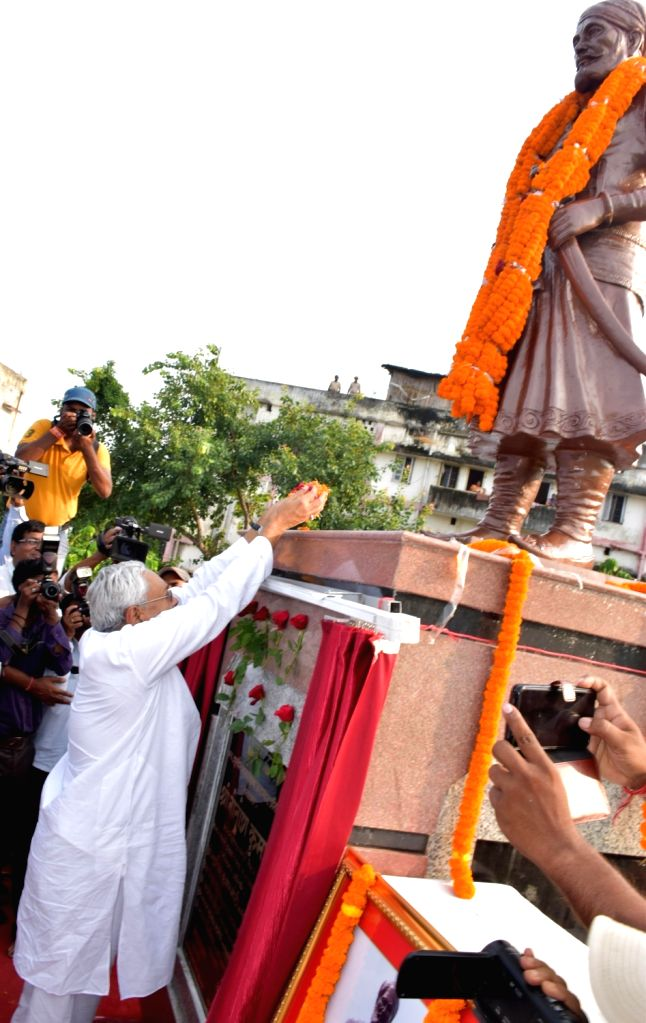 Bihar Chief Minister Nitish Kumar pays tributes to Bhamashah after unveiling his statue, in Patna on Sep 23, 2019. - Nitish Kumar