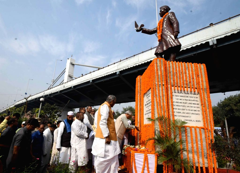 Bihar Chief Minister Nitish Kumar pays tributes to the country's first Prime Minister Pandit Jawaharlal Nehru on his 130th birth anniversary in Patna on Nov 14, 2019. Also seen Bihar Governor ... - Nitish Kumar and Phagu Chauhan