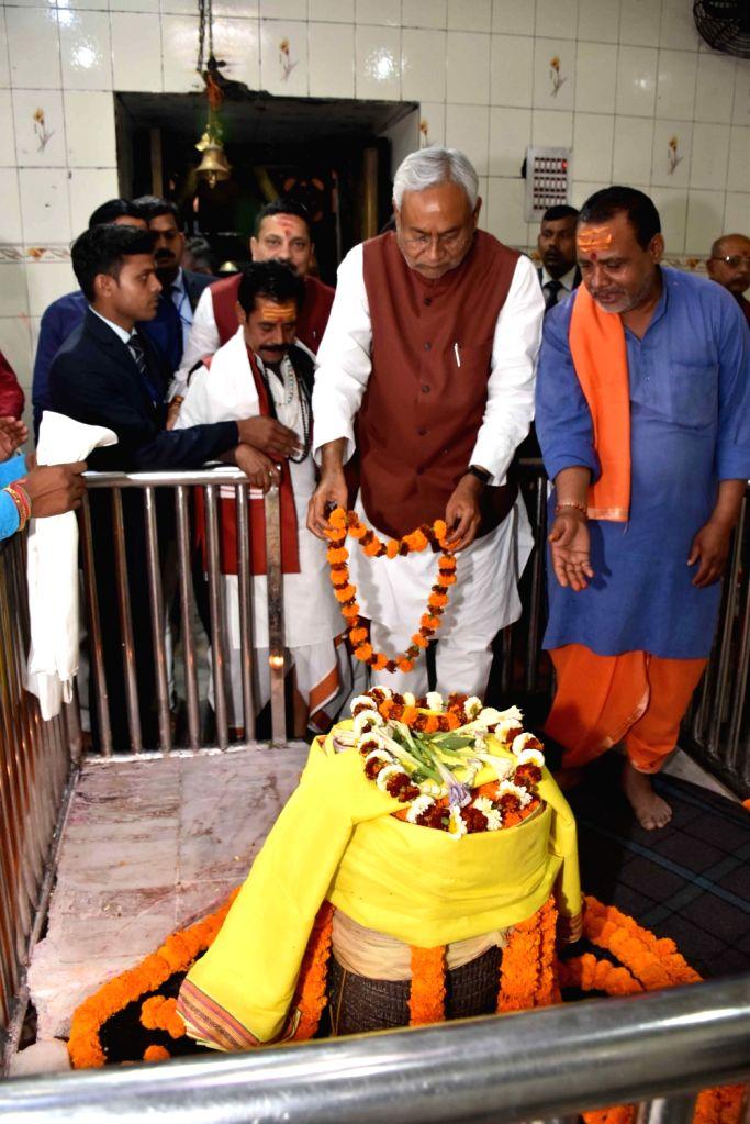 Bihar Chief Minister Nitish Kumar perfome rituals at Baikatpur temple in Patna Feb 26, 2019. - Nitish Kumar